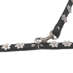 BLACK LEATHER & WHITE FLOWERS COLLAR & LEASH SET ()